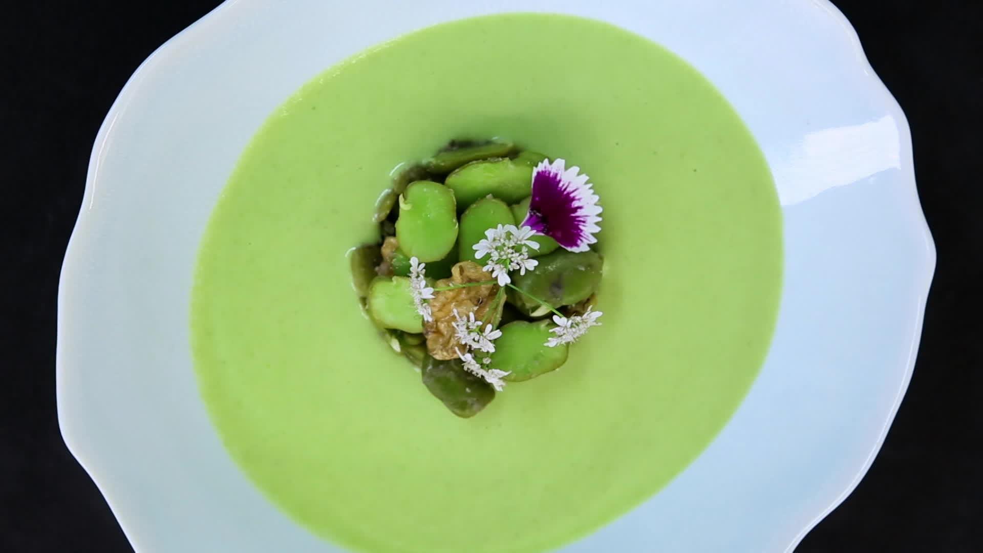 Soupe de fèves aux cerneaux de noix
