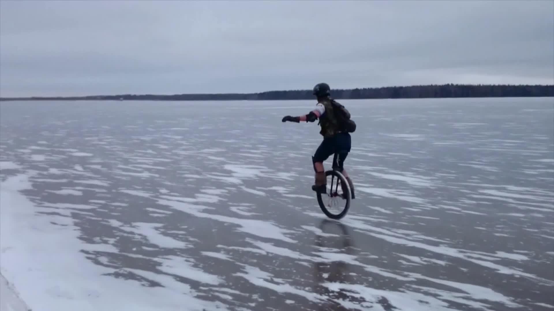 Les geeks du monocycle - Masha en Russie